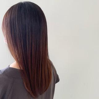 セミロング ナチュラル アンニュイほつれヘア ストレート ヘアスタイルや髪型の写真・画像