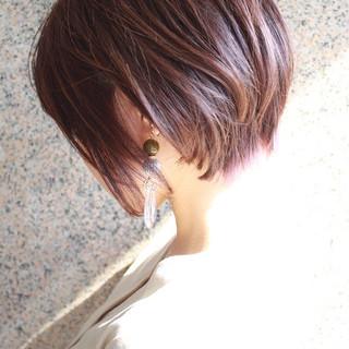 前下がりボブ ショートヘア ミニボブ ピンクベージュ ヘアスタイルや髪型の写真・画像