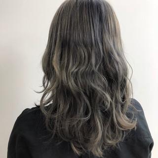 グレージュ ヘアカラー エレガント グラデーションカラー ヘアスタイルや髪型の写真・画像