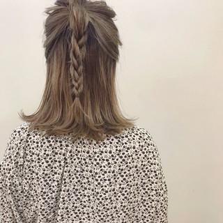 ナチュラル デート ミディアム ブリーチ ヘアスタイルや髪型の写真・画像