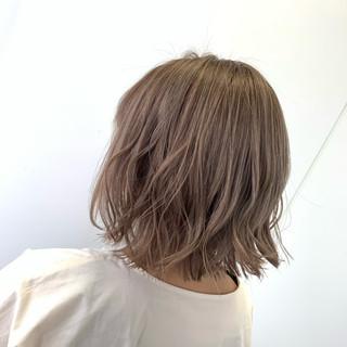 ミルクティーベージュ ブリーチ ボブ ナチュラル ヘアスタイルや髪型の写真・画像
