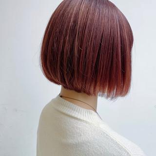 ピンクベージュ ナチュラル ラベンダーピンク 切りっぱなしボブ ヘアスタイルや髪型の写真・画像