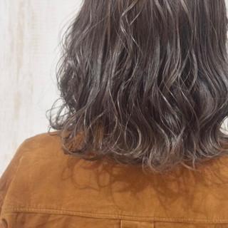 ショート グレージュ フェミニン 切りっぱなしボブ ヘアスタイルや髪型の写真・画像