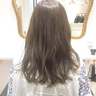 外国人風カラー イルミナカラー ハイトーン ライトベージュ ヘアスタイルや髪型の写真・画像