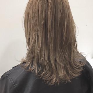 アッシュ ミディアム モード ブロンドカラー ヘアスタイルや髪型の写真・画像