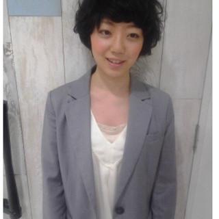 ショートヘア ガーリー 黒髪ショート パーマ ヘアスタイルや髪型の写真・画像