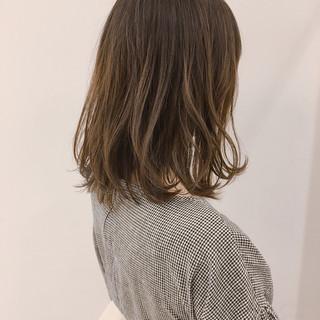 ミディアム アウトドア オフィス 透明感 ヘアスタイルや髪型の写真・画像