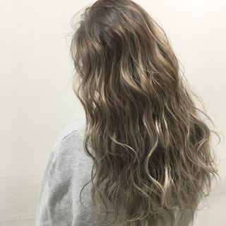 ハイライト グラデーションカラー 外国人風 アッシュ ヘアスタイルや髪型の写真・画像