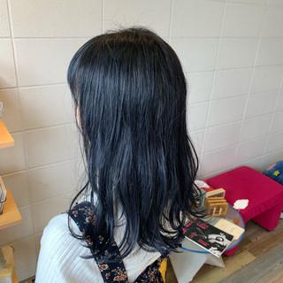 ネイビー セミロング ブリーチカラー デザインカラー ヘアスタイルや髪型の写真・画像