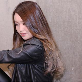 グラデーションカラー ロング ストリート 暗髪 ヘアスタイルや髪型の写真・画像