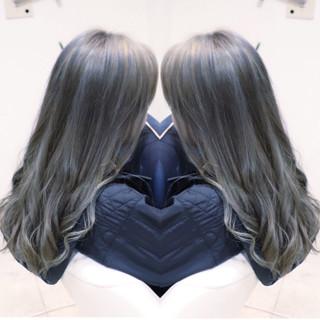 アッシュグレージュ ダブルカラー ツヤ髪 モード ヘアスタイルや髪型の写真・画像