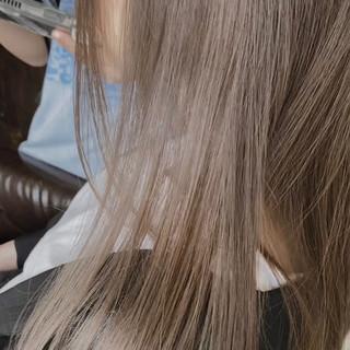 インナーカラー ロング ナチュラル ミルクティーベージュ ヘアスタイルや髪型の写真・画像