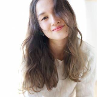 グラデーションカラー ウェーブ スモーキーアッシュ 外国人風カラー ヘアスタイルや髪型の写真・画像 ヘアスタイルや髪型の写真・画像