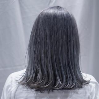 アッシュ フェミニン グレージュ デート ヘアスタイルや髪型の写真・画像