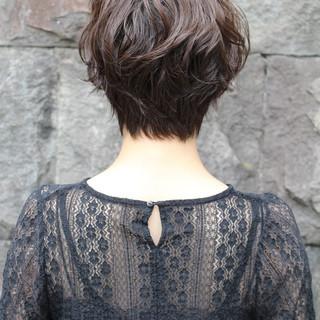 簡単スタイリング ショート 透明感 フェミニン ヘアスタイルや髪型の写真・画像