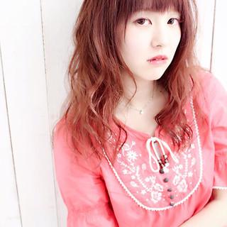 グラデーションカラー セミロング 外国人風 ベリーピンク ヘアスタイルや髪型の写真・画像