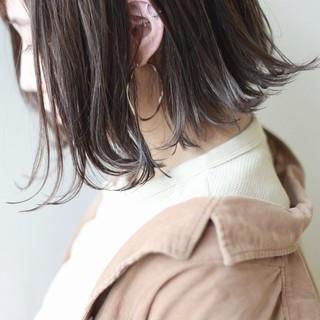ミルクティーグレー ナチュラル ボブ ハイライト ヘアスタイルや髪型の写真・画像