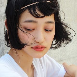ナチュラル くせ毛風 ボブ 黒髪 ヘアスタイルや髪型の写真・画像