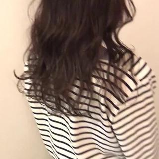 セミロング グレージュ ゆるナチュラル ゆる巻き ヘアスタイルや髪型の写真・画像
