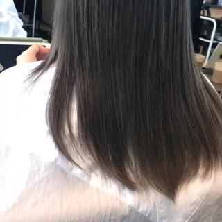 アッシュ スモーキーカラー ナチュラル セミロング ヘアスタイルや髪型の写真・画像