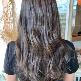 アッシュグレージュ ホワイトグレージュ ロング グレージュ ヘアスタイルや髪型の写真・画像