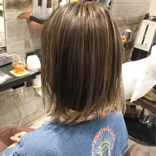 ハイライト グレージュ 外ハネ ストリート ヘアスタイルや髪型の写真・画像