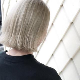 ベージュ ボブ 切りっぱなし ホワイト ヘアスタイルや髪型の写真・画像 ヘアスタイルや髪型の写真・画像