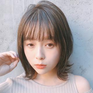 アンニュイほつれヘア ナチュラル ミニボブ インナーカラー ヘアスタイルや髪型の写真・画像