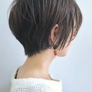アッシュグレージュ 大人ショート アッシュベージュ オフィス ヘアスタイルや髪型の写真・画像