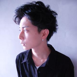 パーマ メンズ ボーイッシュ 黒髪 ヘアスタイルや髪型の写真・画像