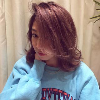 レッド ベージュ ピンク ストリート ヘアスタイルや髪型の写真・画像