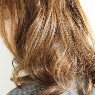 グレージュ 外国人風カラー セミロング 大人女子 ヘアスタイルや髪型の写真・画像