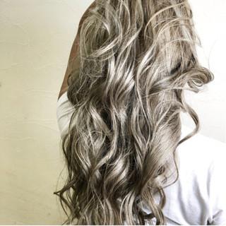 上品 ダブルカラー グレージュ ミルクティーベージュ ヘアスタイルや髪型の写真・画像