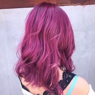 ラズベリーピンク ストリート ミディアム ピンクラベンダー ヘアスタイルや髪型の写真・画像