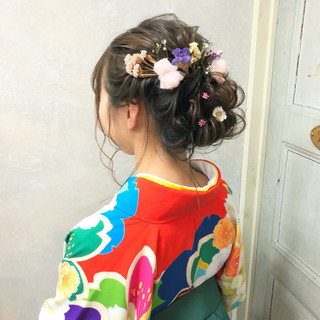 ロング シニヨン ナチュラル 成人式 ヘアスタイルや髪型の写真・画像