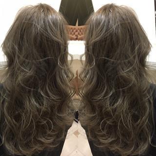 ハイライト 外国人風 ナチュラル セミロング ヘアスタイルや髪型の写真・画像