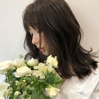 セミロング 暗髪 ミディアム バレンタイン ヘアスタイルや髪型の写真・画像