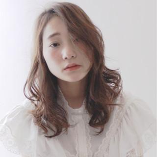 パーマ 小顔 大人女子 ニュアンス ヘアスタイルや髪型の写真・画像