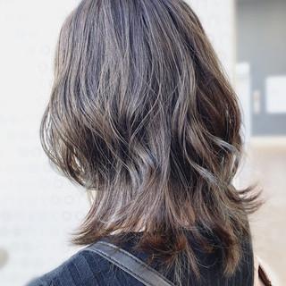 ミディアムレイヤー 美シルエット ナチュラル ミディアム ヘアスタイルや髪型の写真・画像