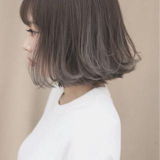 オフィス イルミナカラー グレージュ ハイライト ヘアスタイルや髪型の写真・画像