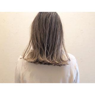 ハイライト ミルクティーベージュ ミルクティーブラウン ナチュラル ヘアスタイルや髪型の写真・画像