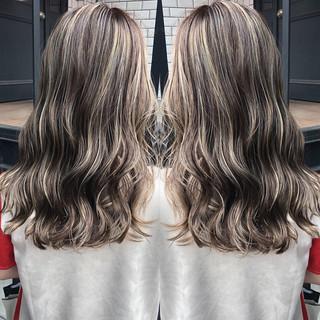 ナチュラル ハイライト 3Dハイライト グレージュ ヘアスタイルや髪型の写真・画像