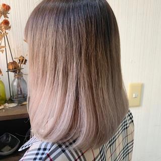 アンニュイほつれヘア ミディアム アッシュベージュ ミルクティーベージュ ヘアスタイルや髪型の写真・画像