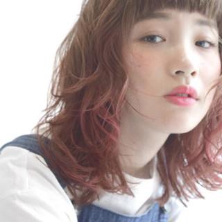 外国人風 ミディアム パーマ ハイライト ヘアスタイルや髪型の写真・画像