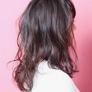 抜け感 ロング ウェットヘア パーマ ヘアスタイルや髪型の写真・画像
