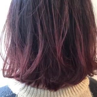 グラデーションカラー バレイヤージュ ピンクバイオレット 切りっぱなしボブ ヘアスタイルや髪型の写真・画像