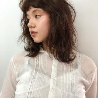 インナーカラー ウルフカット 切りっぱなしボブ ナチュラル ヘアスタイルや髪型の写真・画像