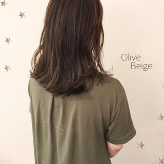 ゆる巻き ナチュラル ゆるナチュラル オリーブベージュ ヘアスタイルや髪型の写真・画像