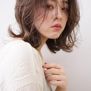 レイヤースタイル 透け感ヘア ミディアムレイヤー ナチュラル ヘアスタイルや髪型の写真・画像