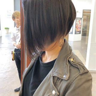 前下がり モード ボブ グレージュ ヘアスタイルや髪型の写真・画像